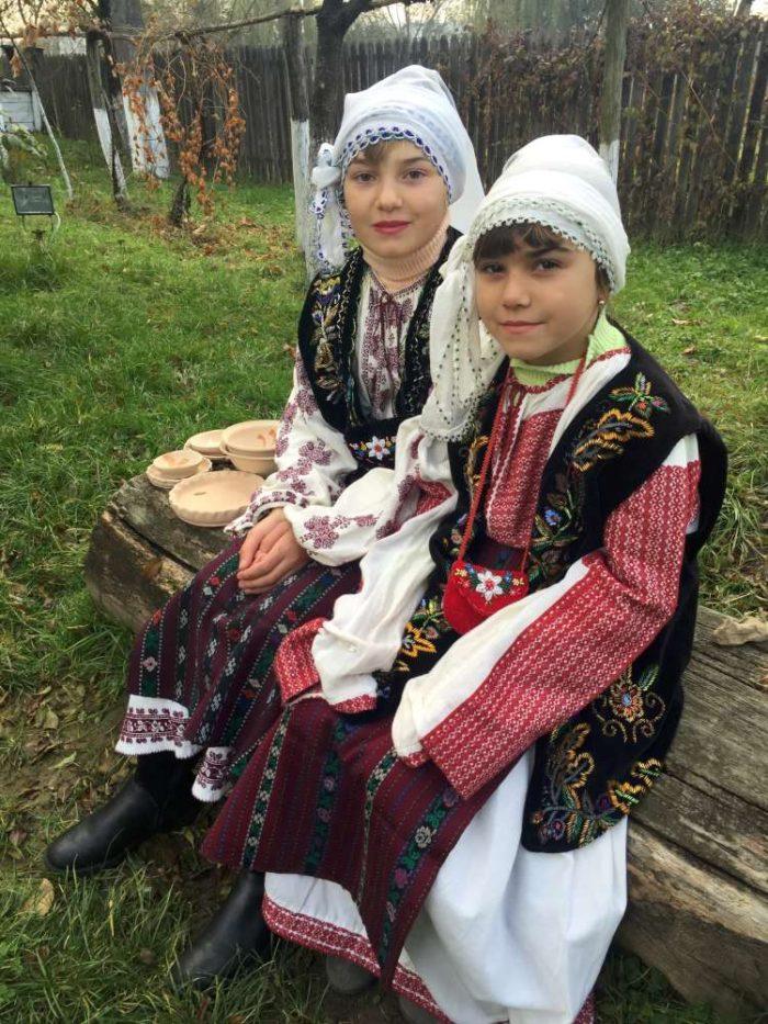 Ie tradiţională românească